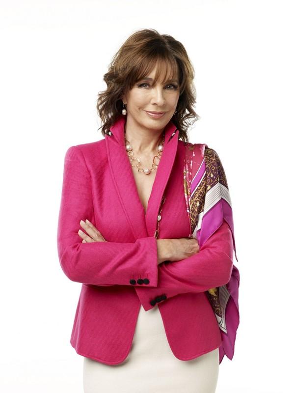 Anne Archer (Laurel Limoges) in una foto promo per la serie tv Privileged