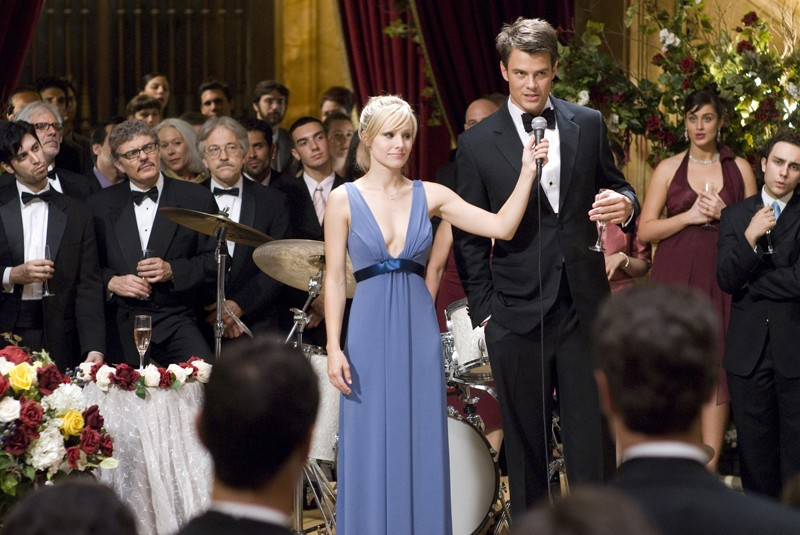 Beth (Kristen Bell) e Nick (Josh Duhamel) al matrimonio in una scena del film La fontana dell'amore