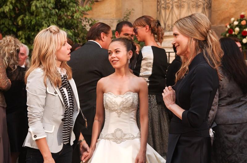Beth (Kristen Bell), Joan (Alexis Dziena) e Priscilla (Peggy Lipton) nel film La Fontana dell'amore