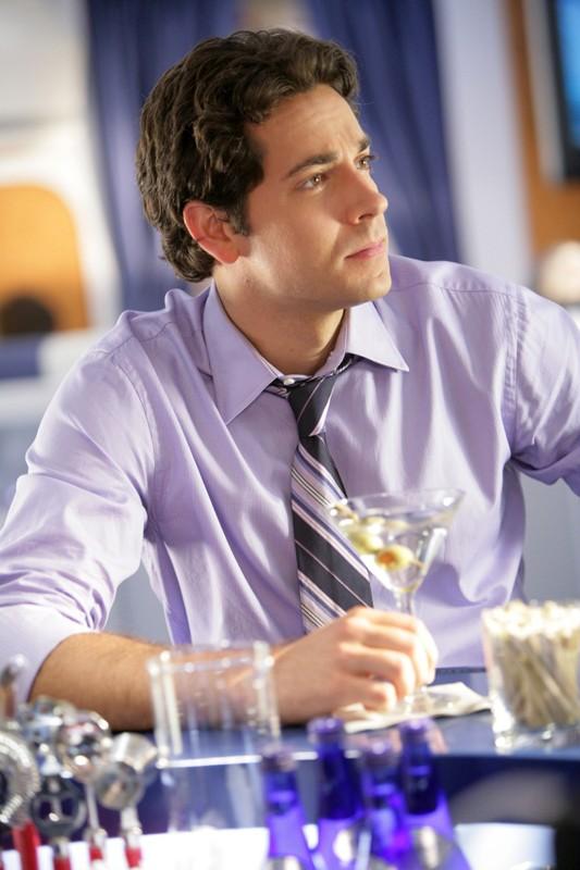 Chuck (Zachary Levi) in missione nell'episodio Chuck Vs. First Class