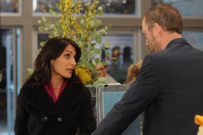Hugh Laurie e Lisa Edelstein in una scena di Ignorance is Bliss dalla sesta stagione di Dr. House: Medical Division