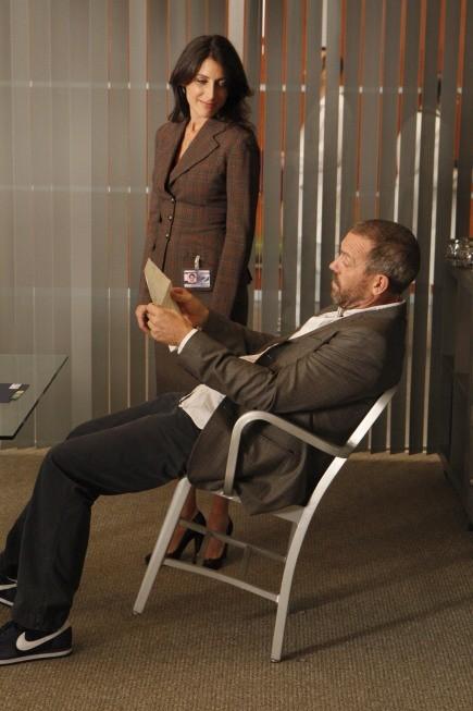 Hugh Laurie e Lisa Edelstein in una scena di Teamwork dalla sesta stagione di Dr. House: Medical Division