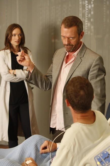Hugh Laurie e Olivia Wilde in una scena di The Down Low, dalla sesta stagione di Dr. House: Medical Division