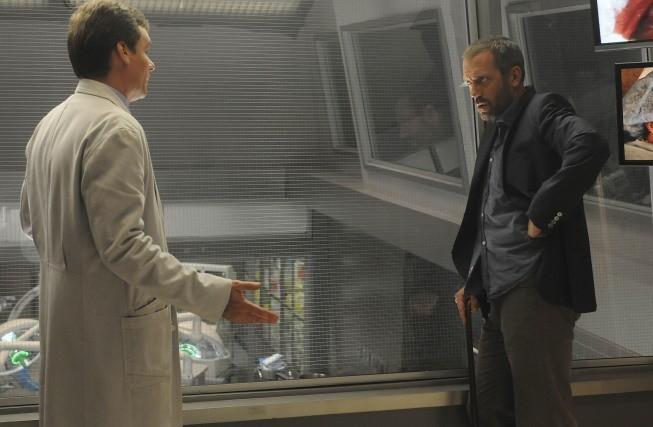 Hugh Laurie e Robert Sean Leonard in una scena di Wilson dalla sesta stagione di Dr. House: Medical Division