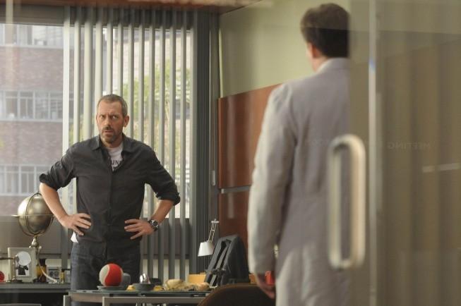 Hugh Laurie e Robert Sean Leonard in una scena di Wilson, dalla sesta stagione di Dr. House: Medical Division