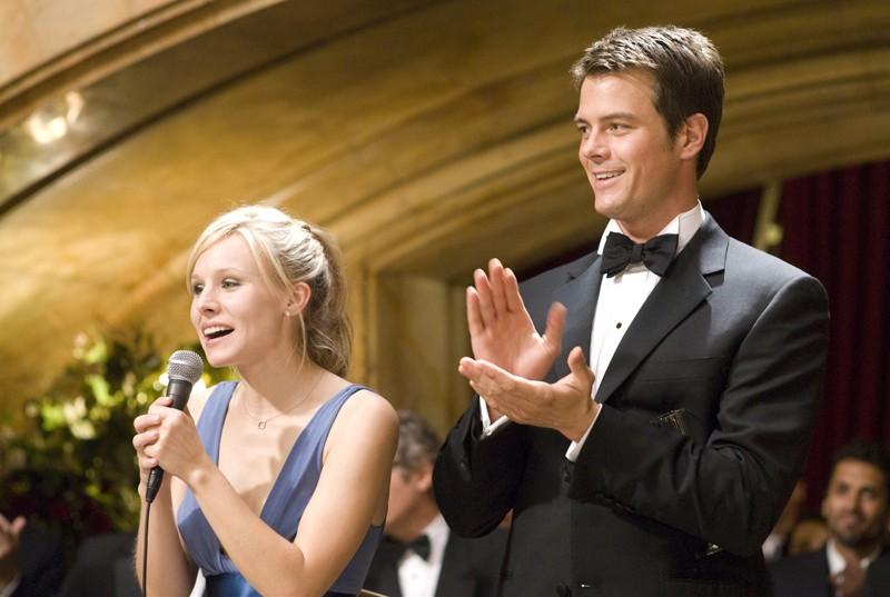 Kristen Bell e Josh Duhamel al matrimonio della sorella di lei nel film La fontana dell'amore