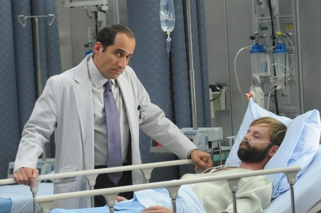 Peter Jacobson in una scena di Ignorance is Bliss dalla sesta stagione di Dr. House: Medical Division
