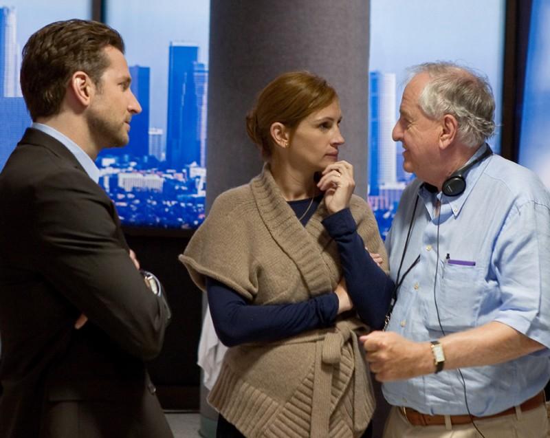Bradley Cooper, Julia Roberts e il regista Garry Marshall sul set del film Appuntamento con l'amore