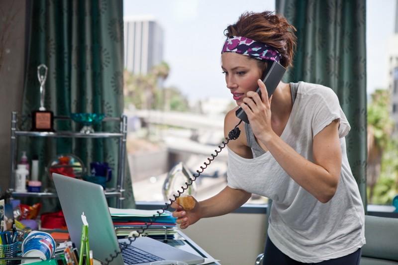 Jessica Biel (Kara Monahan) in un momento del film Valentine's Day