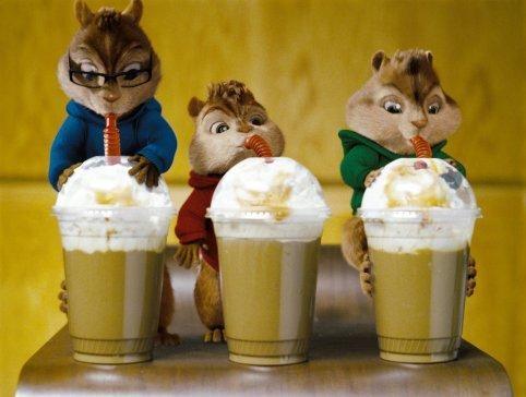 Un'immagine simpatica di Alvin, Theodore e Simon, i protagonisti del film Alvin Superstar 2