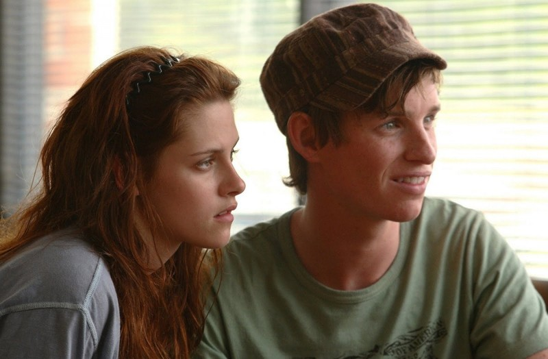 Martine (Kristen Stewart) e Gordy (Eddie Redmayne) in un momento del film The Yellow Handkerchief