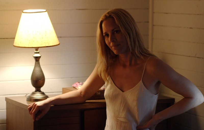 May (Maria Bello) in una sequenza del film The Yellow Handkerchief