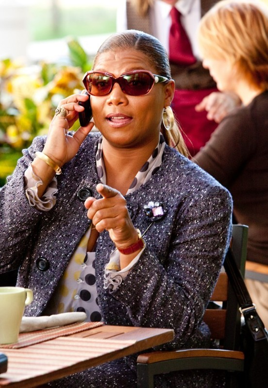 Queen Latifah interpreta Erin Patusi in una scena del film Valentine's Day