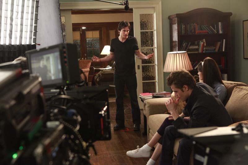 Ian Somerhalder, Nina Dobrev e Paul Wesley durante le riprese del dodicesimo episodio di The Vampire Diaries