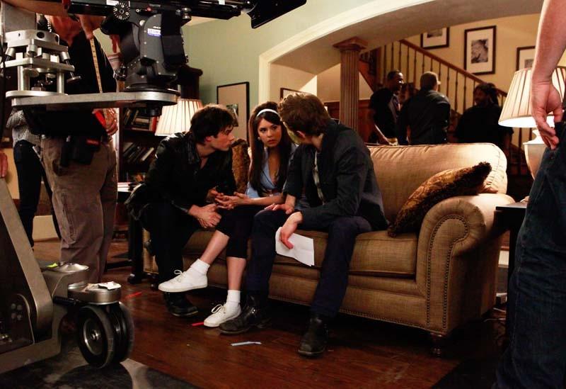 Ian Somerhalder, Nina Dobrev e Paul Wesley provano la parte su set di The Vampire Diaries