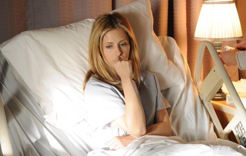 Veronika (Sarah Michelle Gellar) ricoverata nel film Veronika Decides to Die