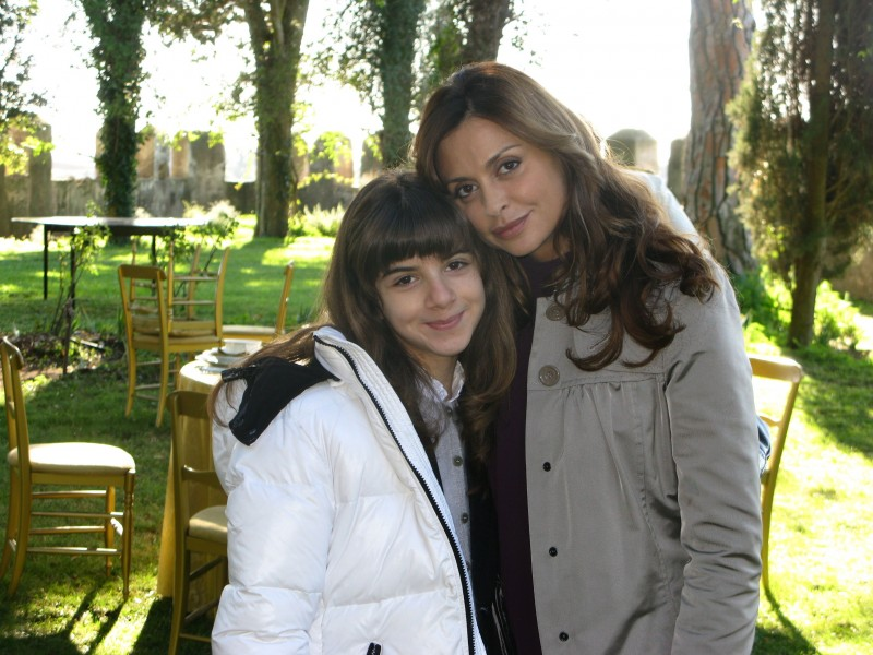 Dal set de I Cesaroni 4: Angelica Cinquantini con Elda Alvigini.