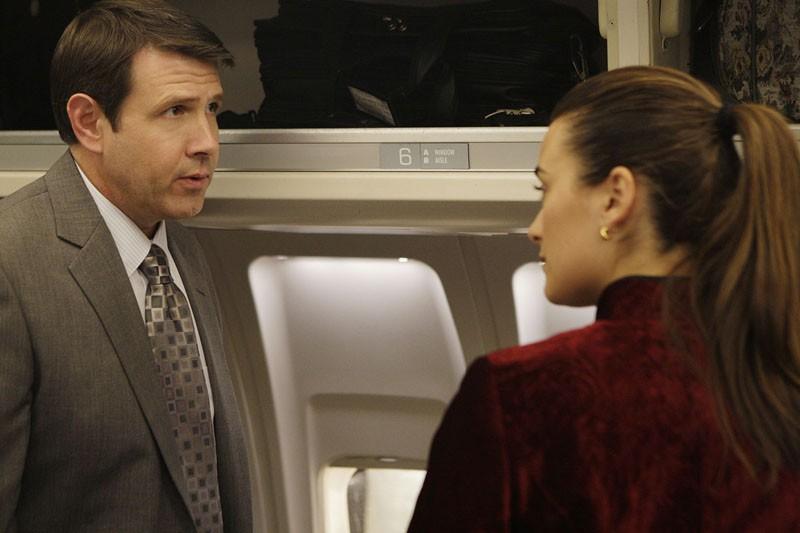 Kevin Symons e Cote de Pablo in una sequenza dell'episodio Jet Lag di Navy N.C.I.S.