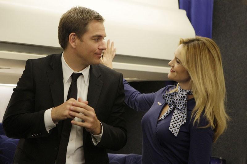 Michael Weatherly e Victoria Pratt nell'episodio Jet Lag di Navy N.C.I.S.