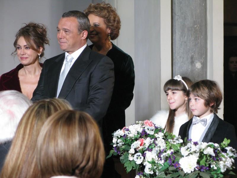Sul set de I Cesaroni 3: Angelica Cinquantini, Elena Sofia Ricci, Claudio Amendola, Rita Savagnone e Federico Russo.