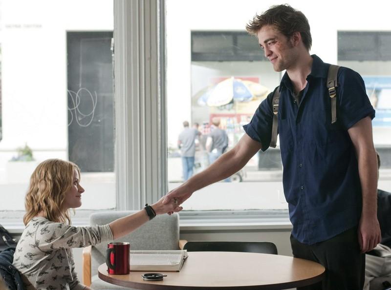 Ally (Emilie de Ravin) conosce Tyler (Robert Pattinson) per il film Remember Me