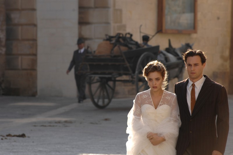 Carolina Crescentini e Giorgio Marchesi in una scena di Mine vaganti