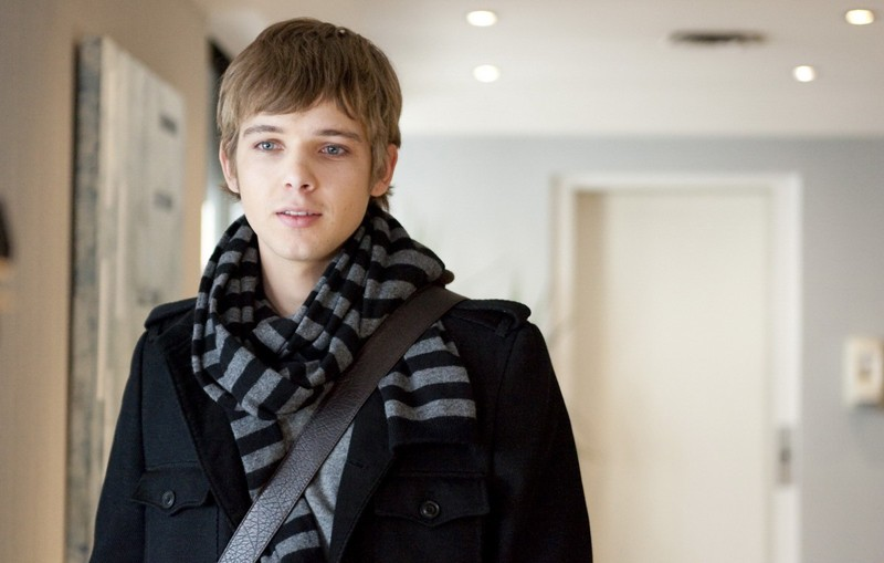 Max Thieriot è Michael in una scena del film Chloe