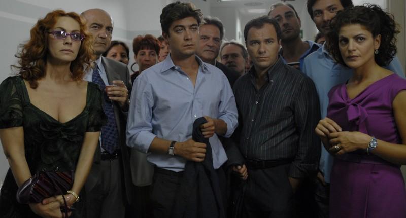 Riccardo Scamarcio, Elena Sofia Ricci e Nicole Grimaudo in una scena di Mine vaganti