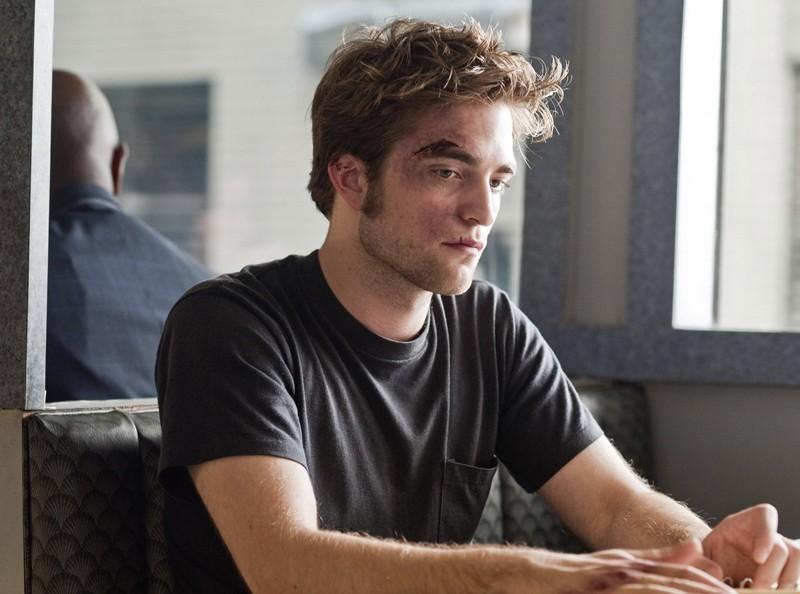 Robert Pattinson nel ruolo di Tyler in una sequenza di Remember Me