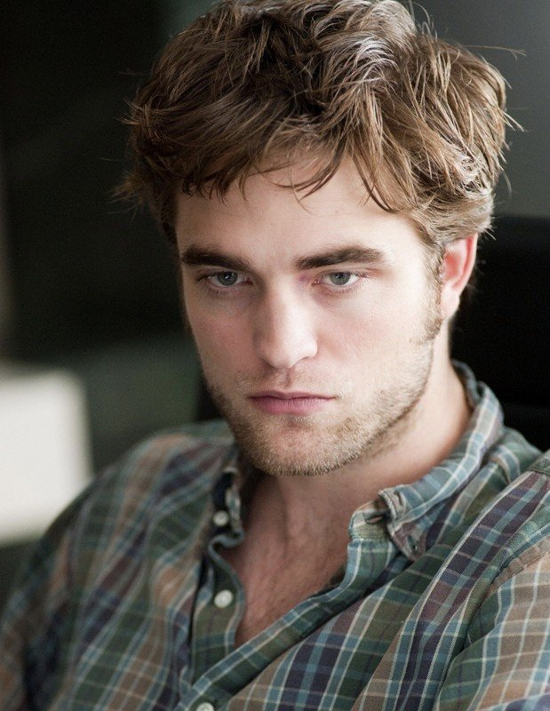 Un primo piano dell'attore britannico Robert Pattinson per il film Remember Me