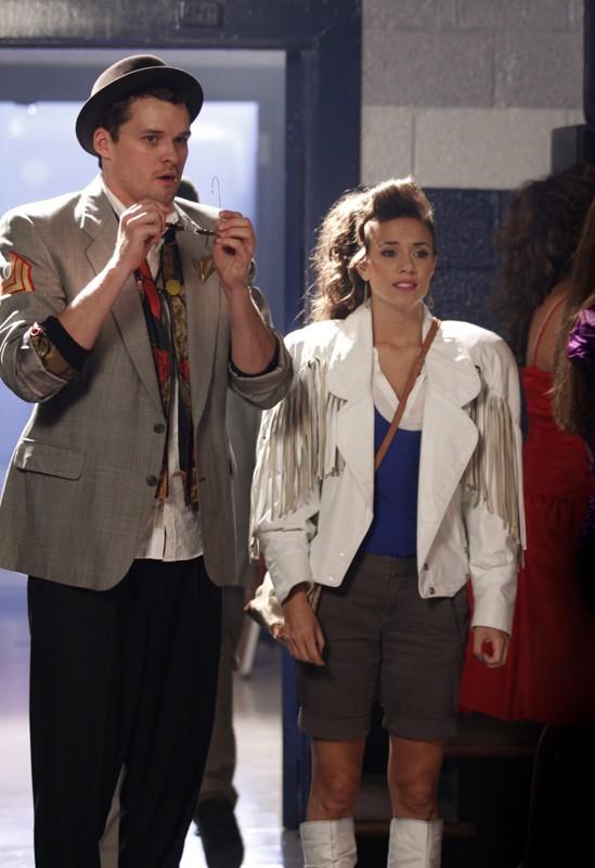 Julian (Austin Nichols) ed Alex (Jana Kramer) al ballo anno '80 nell'episodio Don't You Forget About Me di One Tree Hill