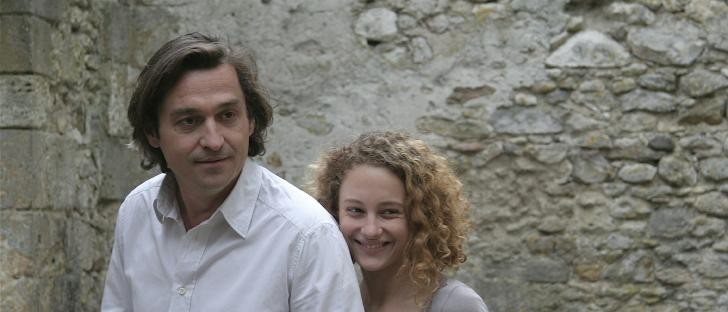 Louis-Do de Lencquesaing con la figlia e attrice Alice de Lencquesaing in una scena del film Le père de mes enfants (2009)