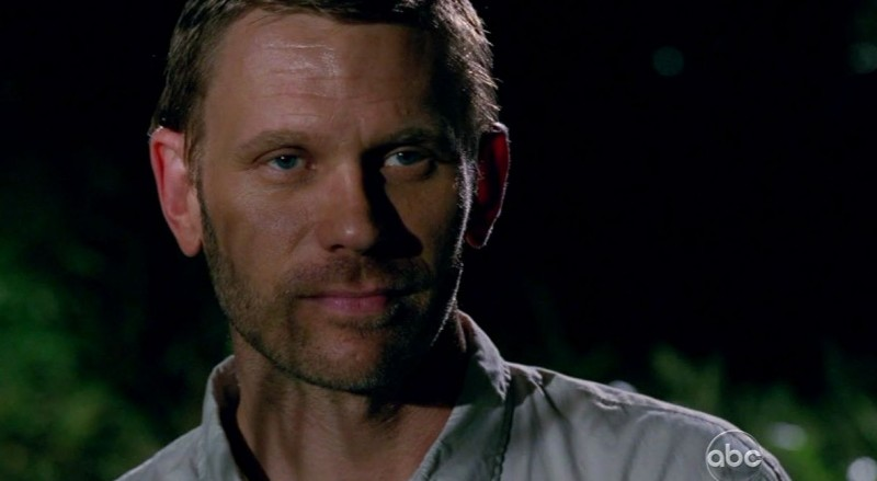 Mark Pellegrino in una scena di LAX: Part 1 dalla sesta stagione di Lost