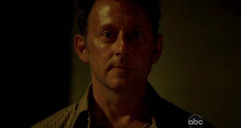 Michael Emerson in una scena di LAX: Part 1 dalla sesta stagione di Lost