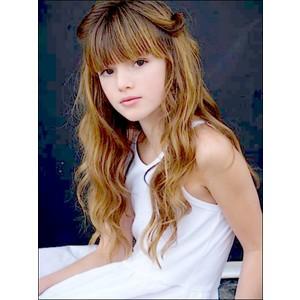 Un bel ritratto di Bella Thorne.
