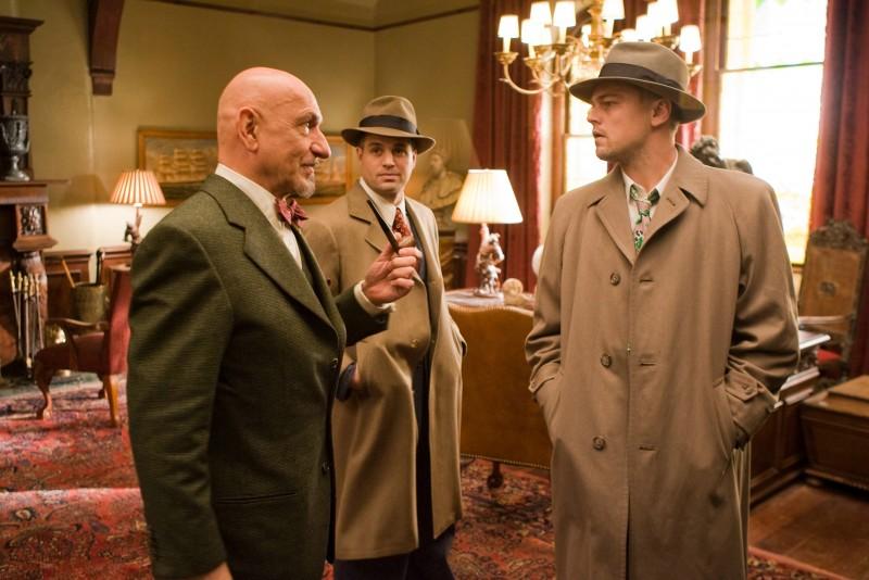 Ben Kingsley, Leonardo DiCaprio e Mark Ruffalo in una scena di Shutter Island, tratto da L'isola della paura di D. Lehane.
