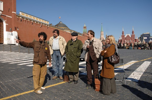 Il regista Radu Mihaileanu con Dmitri Nazarov, Valeriy Barinov, Aleksei Guskov e Miou-Miou sul set del film Il concerto