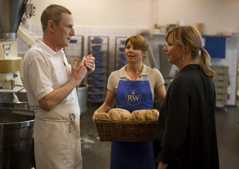 Lene Maria Christensen, Anne Louise Hassing e Jesper Christensen nel film danese En Familie