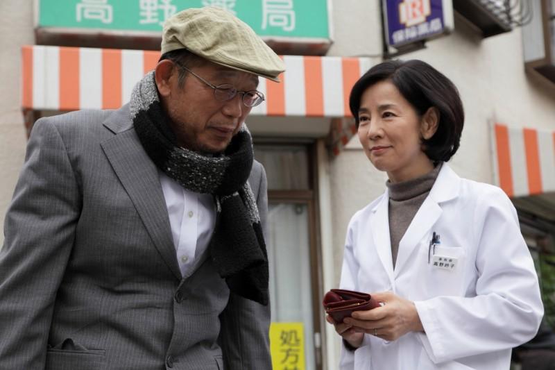 Sayuri Yoshinaga e Tsurube Shofukutei in una scena del film Otouto