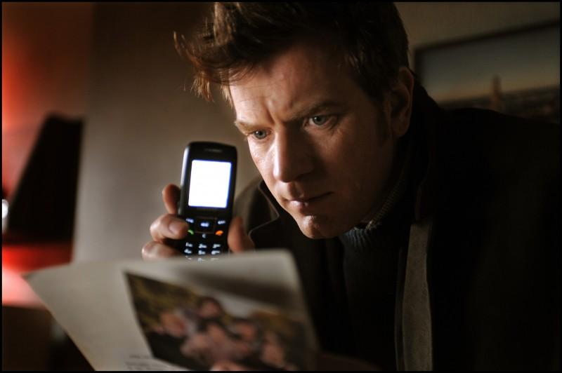 Un'immagine di Ewan McGregor dal film L'uomo nell'ombra di Roman Polanski.