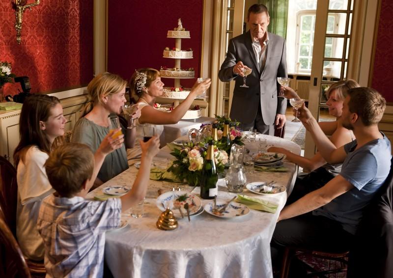 Una scena del film danese En Familie