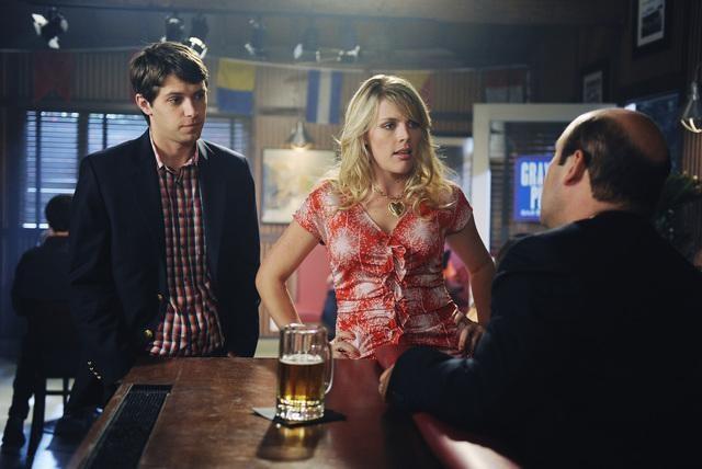 Cougar Town: Busy Philipps, Ryan Devlin ed Ian Gomez in una scena dell'episodio When a Kid Goes Bad