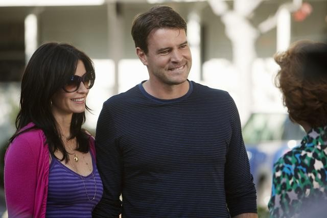 Cougar Town: Courteney Cox, Carolyn Hennesy e Scott Foley nell'episodio Scare Easy