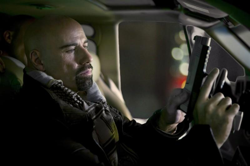John Travolta è uno strano agente segreto nell'action From Paris with Love