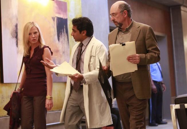 Past Life: Kelli Giddish, Richard Schiff e Ravi Patel nell'episodio Soul Music