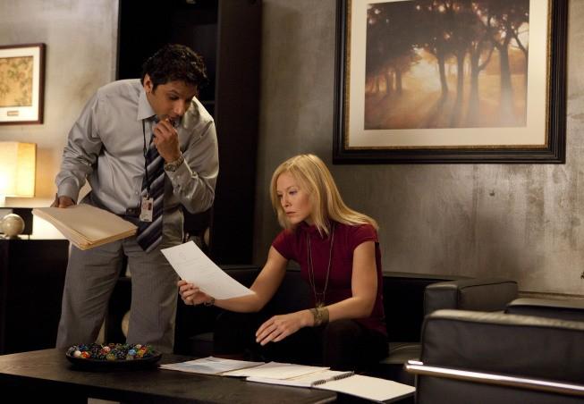 Past Life: Ravi Patel e Kelli Giddish nell'episodio Dead Man Talking