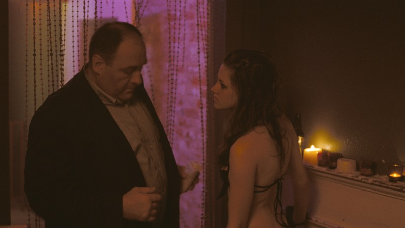 Kristen Stewart e James Gandolfini nel film Welcome to the Rileys
