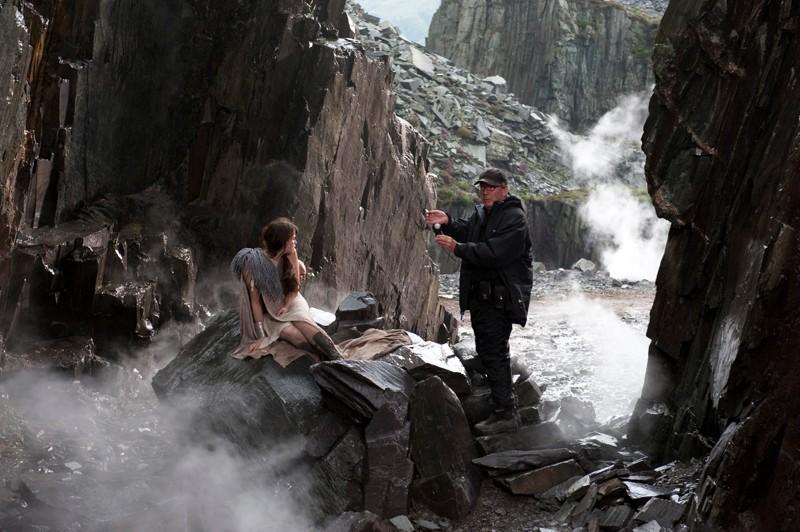 L'attrice Gemma Arterton sul set del film Clash of the Titans