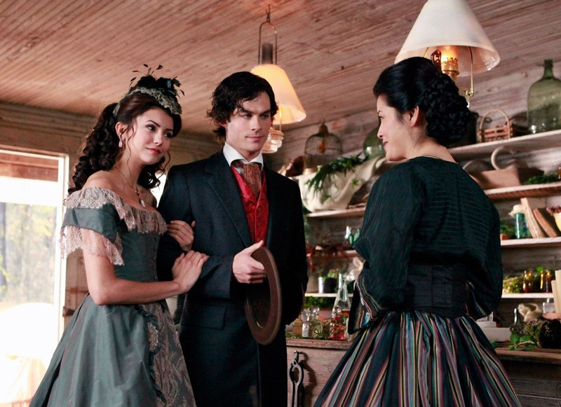 Katherine (Nina Dobrev), Damon (Ian Somerhalder) e Pearl (Kelly Hu) nel lontano 1864 in Children of the Damned