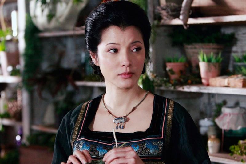 Kelly Hu interpreta Pearl nel lontano 1864 nell'episodio Children of the Damned  di The Vampire Diaries